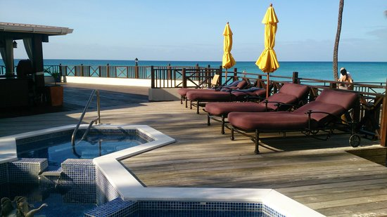 Sea Breeze Beach Hotel : jacuzzi area
