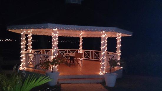 Sea Breeze Beach House: at Sea Breeze Beach Hotel, very pretty!