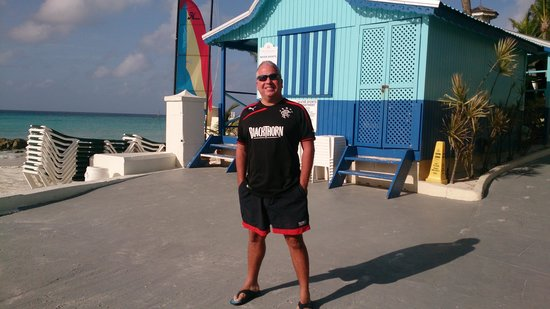 Sea Breeze Beach House: at the beach hut