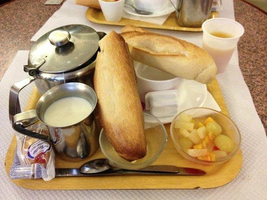Hotel Marignan: Complimentary breakfast