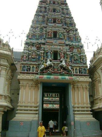 Sri Maha Mariamman Temple : The 'Raja Gopuram' (tower)