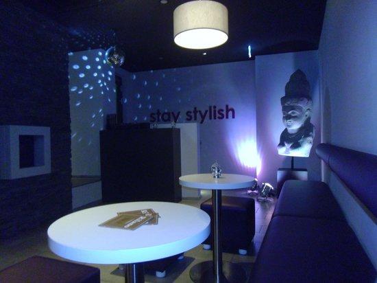 Rilano 24/7 Muenchen City : Funky lobby