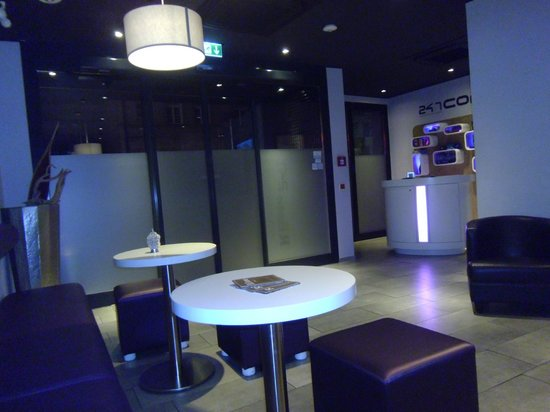 Rilano 24/7 Muenchen City: Hotel entrance / Concierge area