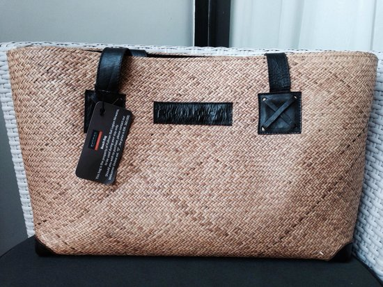 Pullman Bali Legian Nirwana : Nice shopping bag provided by hotel for its guests during our stay. If we want to buy this, the