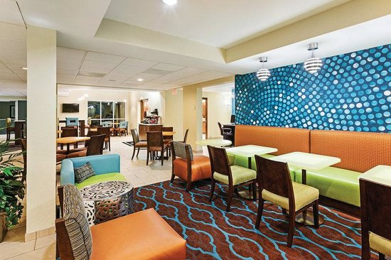La Quinta Inn & Suites Knoxville Airport: Breakfast Area