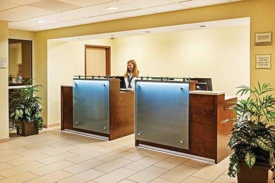 La Quinta Inn & Suites Knoxville Airport: Front Desk