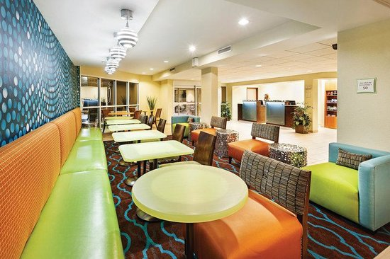 La Quinta Inn & Suites Knoxville Airport: Lobby