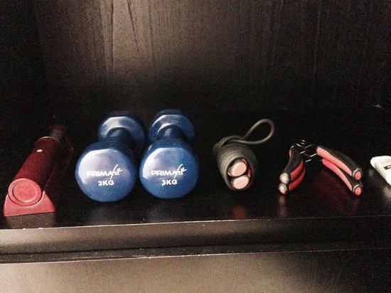 Pullman Bali Legian Nirwana : Some small sport equipments and torch on the room closet