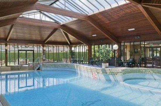 The Airport Inn Manchester: Swimming Pool