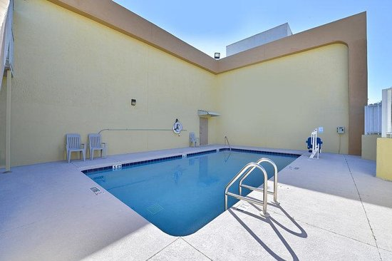 Americas Best Value Inn Winter Haven : Pool