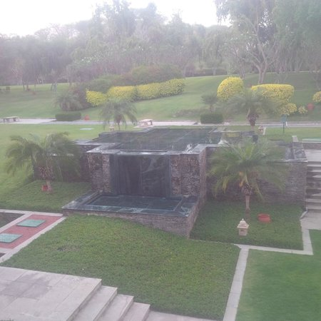 Trident Udaipur: Hotel grounds