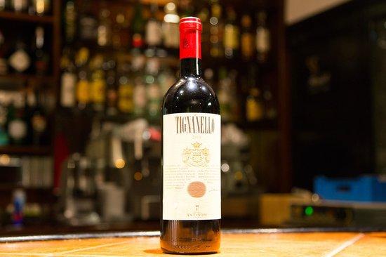 La Cantinetta Trattoria: Eine Flasche exquisiter Wein. In der La Cantinetta gibt es eine atemberaubende Weinauswahl!