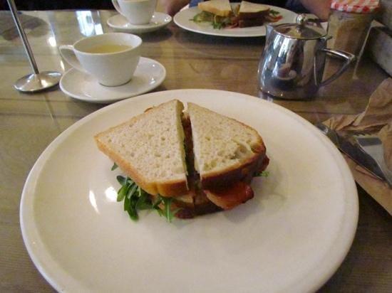 Fleet River Rooms: breakfast 3, bacon sandwich