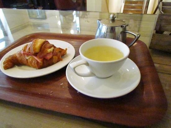Fleet River Rooms: breakfast 4, savoury croissaint(with ham&cheese)