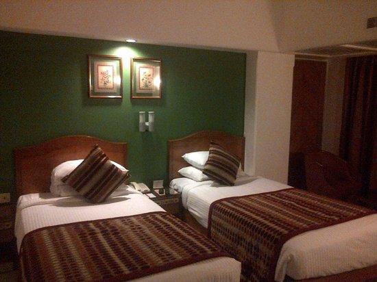 Ramee Guestline Dadar Hotel: Bed