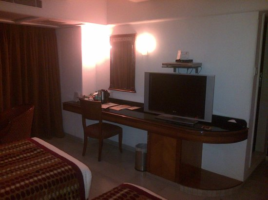 Ramee Guestline Dadar Hotel: TV