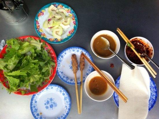 Lac Thien : Bún thit nuong, 40.000vnd (BBQ pork fresh springroll)