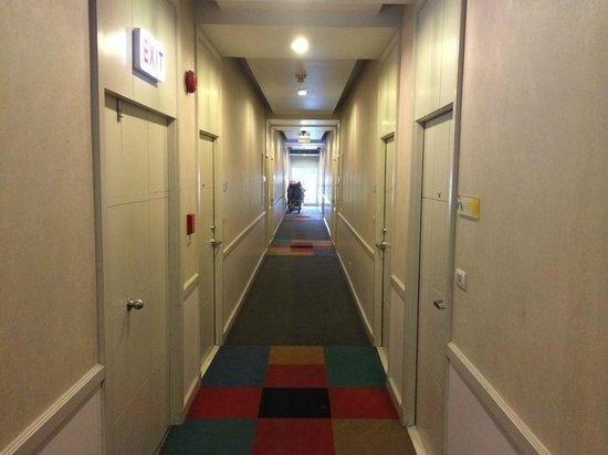 Legacy Express Sukhumvit by Compass Hospitality: Hallway