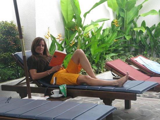 Diving Indo: Wife relaxing reading a book