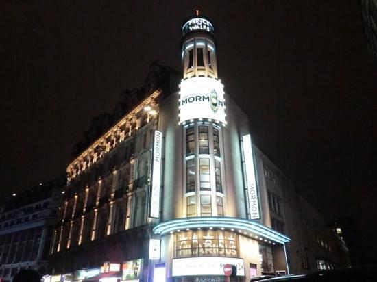 The Book of Mormon London : 劇場は以前、マンマミーアを上演していました。