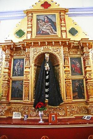 El Tule Tree of Life, Teotitlan Village, and Mitla Ruins Tour: Altar in Chapel