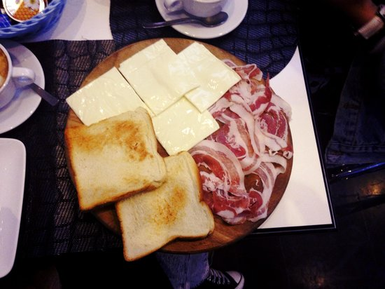 M.G. Bar: BIG breakfast:)