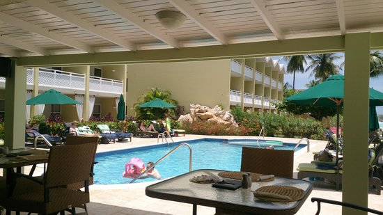 Sea Breeze Beach Hotel: family pool