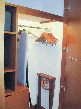 Regent Warsaw Hotel: The closet