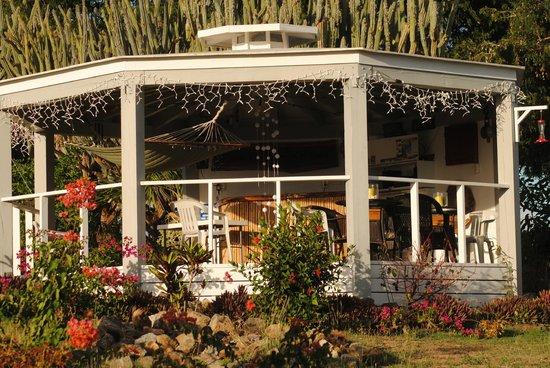 Evening Star Villas: Gazebo - avslappende bar på eiendommen