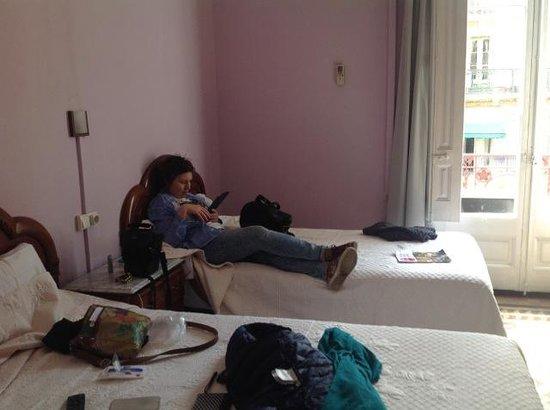 Hostal Girona: Room without bath, 3d floor