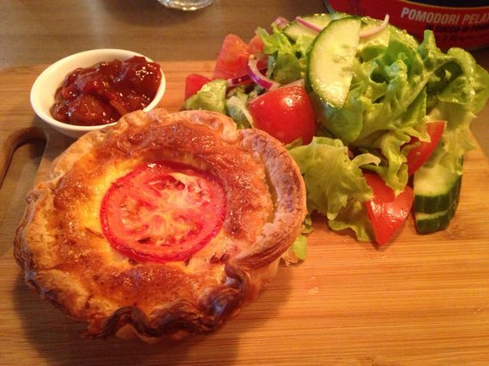 jak+hill: Quiche of the day; bacon, egg and tomato!!