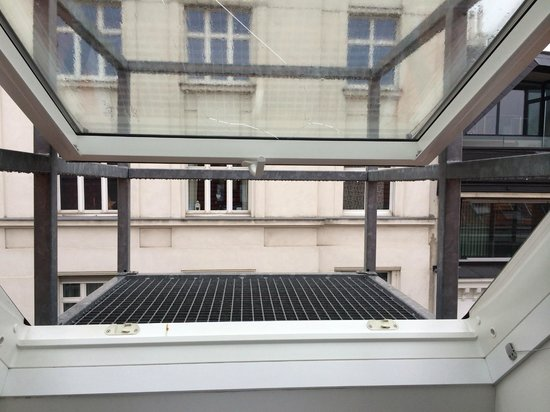 """wombats CITY HOSTEL Vienna """"THE NASCHMARKT"""" : что-то вроде балкона"""