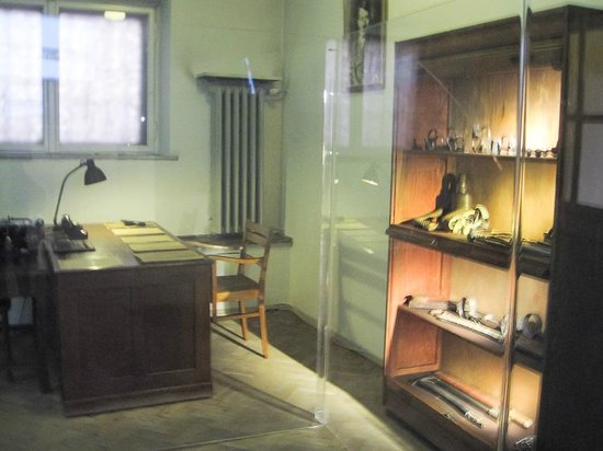 Gestapo Headquarters Museum : An office