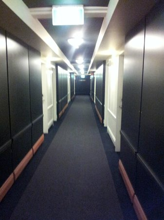 The Menzies Sydney: Corridor
