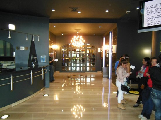 Silken Amara Plaza Hotel : Hotel Lobby