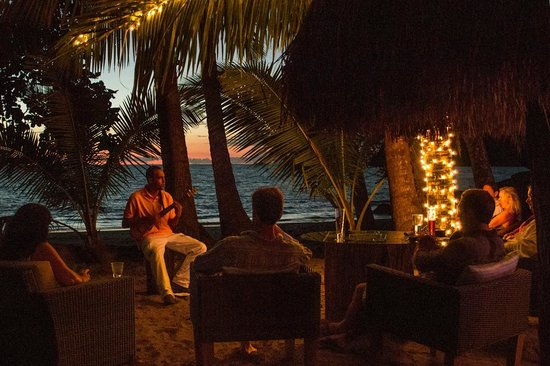 The Resort at Isla Palenque: Evening entertainment at Las Rocas