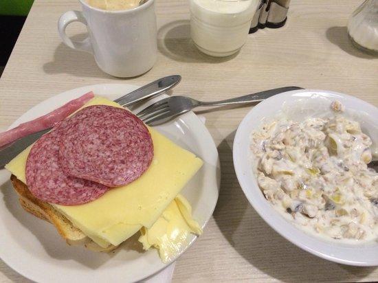 "wombats CITY HOSTEL Vienna ""THE NASCHMARKT"": breakfast"