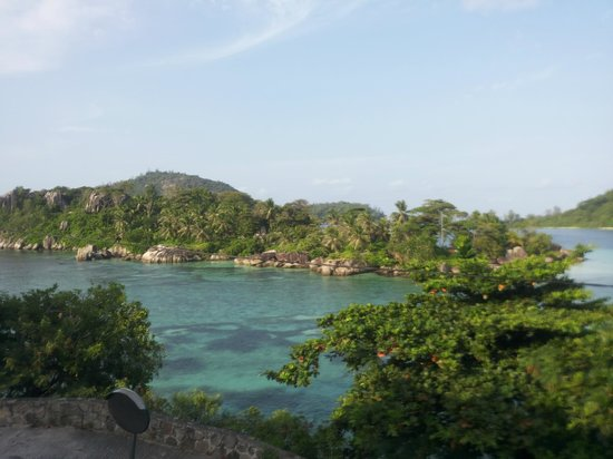 Eden's Holiday Villas: The view from the hotel - Anse L'Islette