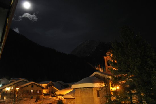 Balcony at night picture of hotel castor champoluc for Balcony at night