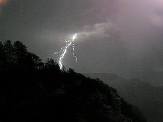 Grand Canyon Lodge - North Rim: Dramatisk og storslået natur