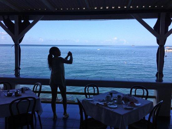 Evergreen Hotel : Caribbean sea