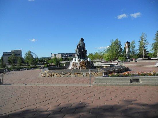 Bridgewater Hotel : Piazza e monumento