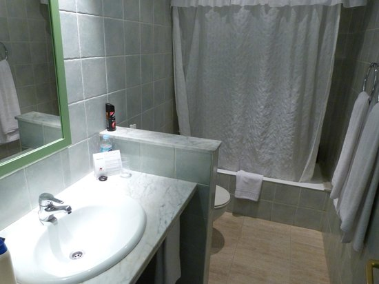 Apartamentos Barcarola Club: BATH ROOM G8