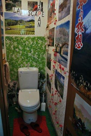 Aizuya Inn : The green Bathroom!