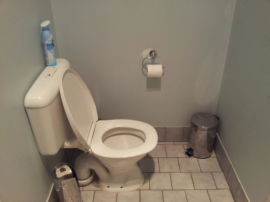 Bella's Country Place: Toilet