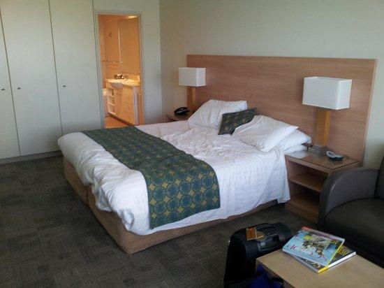 Mantra Bunbury Hotel : King sized comfortable bed