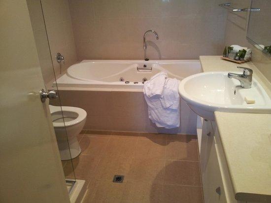 Mantra Bunbury Hotel : Large spa bath