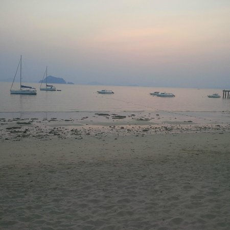 Yao Yai Resort: View from the beach in front of my hut