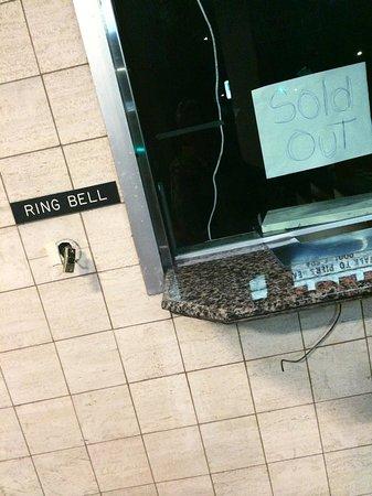 Redondo Pier Inn : I'm here to claim my room...oh wait....