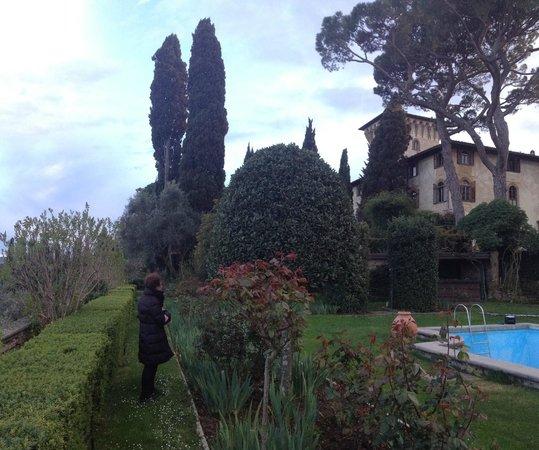 Torre Di Bellosguardo : gardens , pool